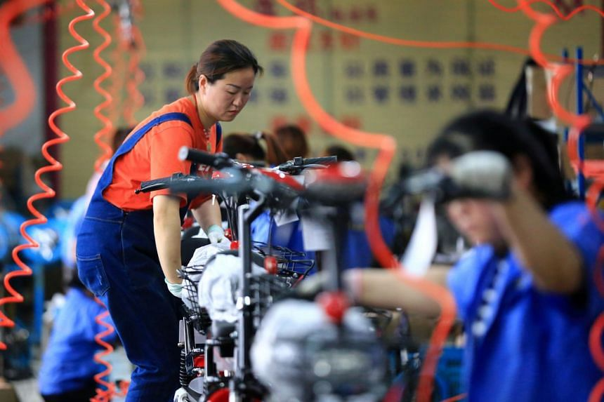 Chinese Yuan Weakens As Manufacturing Activity Contracts