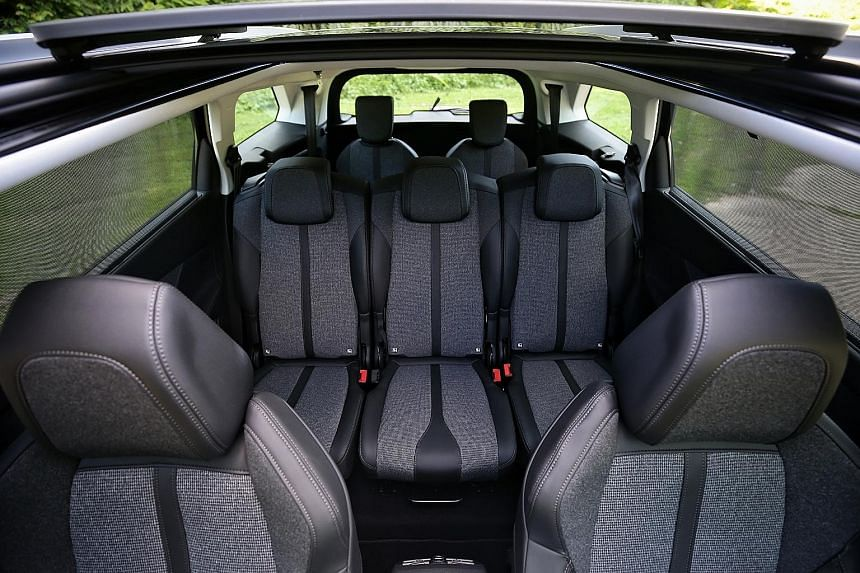 The Peugeot 5008 has superb ride quality. Despite its comfort-biased set-up, the car handles sharply, aided by a sporty steering wheel which is grippy, quick and communicative.