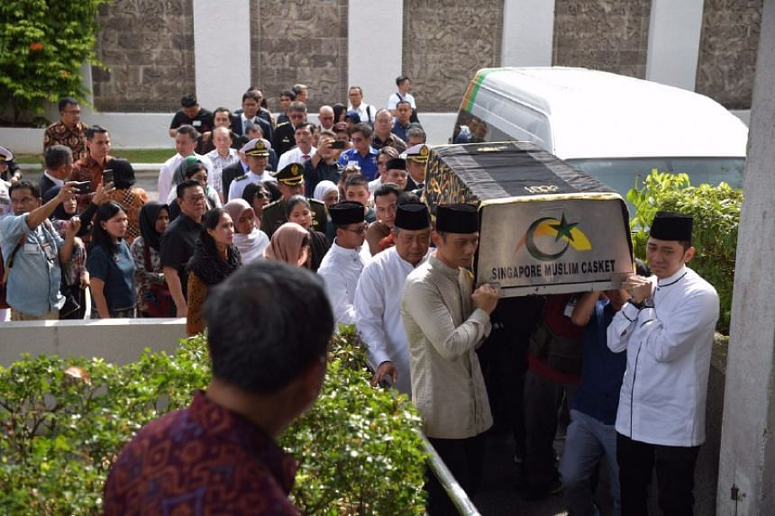 Former Indonesian President Susilo Bambang Yudhoyono accompanies the casket of his wife Ani as it arrives at the Indonesian embassy in Singapore on June 1, 2019.