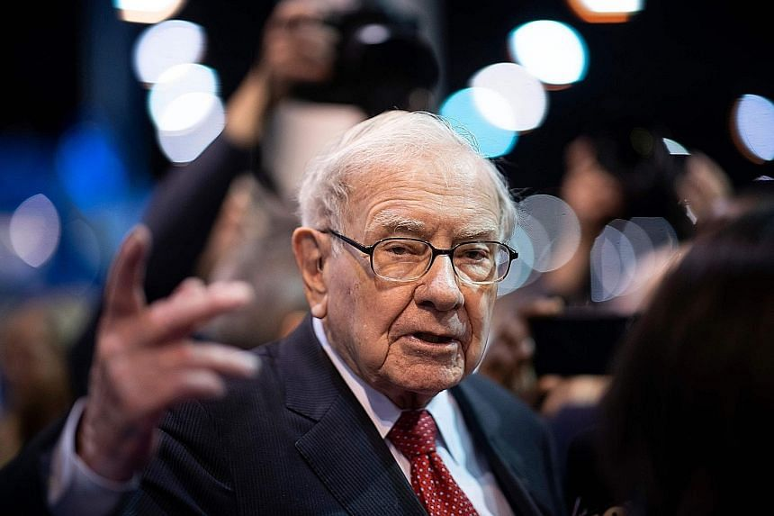 The US$4.57 million (S$6.28 million) offer for investor Warren Buffett's charity lunch auction beat the previous record of US$3.46 million, which was first set in 2012 and later matched in 2016. PHOTO: AGENCE FRANCE-PRESSE