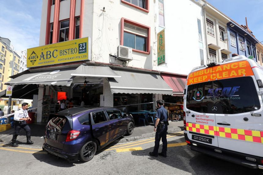 About 20 people were at the eatery when the accident happened, ABC Bistro's manager Kumar told Wanbao.