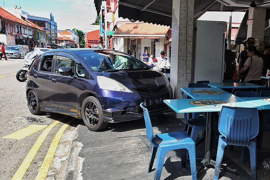 A driver lost control of her car along Geylang Road, which mounted the kerb and crashed into ABC Bistro. PHOTO: LIANHE ZAOBAO