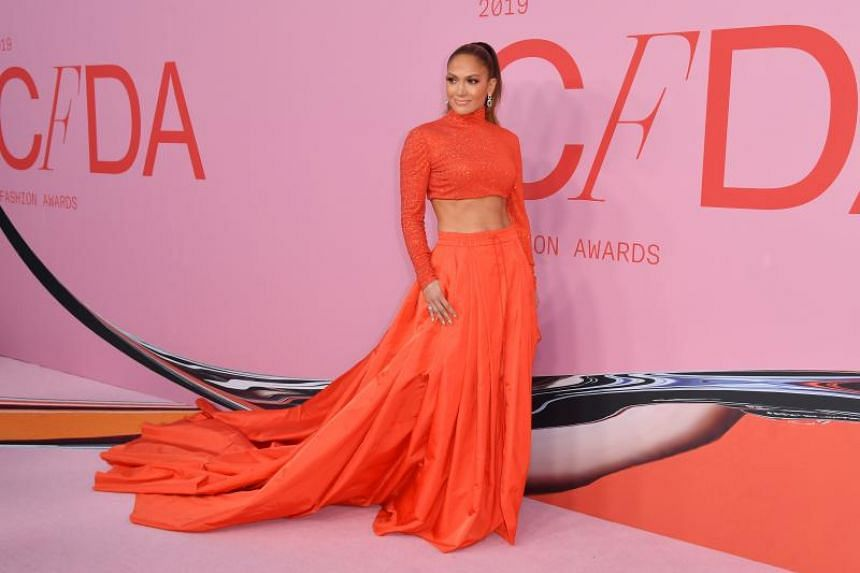 Fashion Icon Award recipient Jennifer Lopez turned up in a Ralph Lauren ensemble which bared her well-known toned abs.