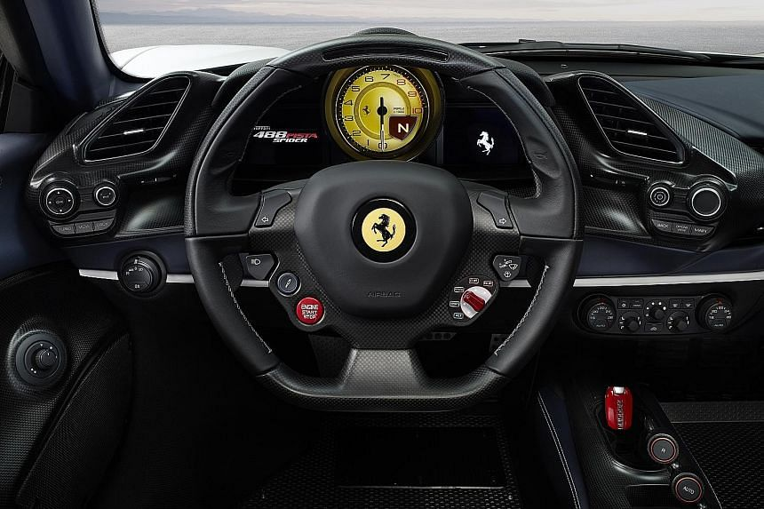 The Ferrari 488 Pista Spider impresses with its unearthly acceleration: Zero to hundred is done in 2.85 seconds and 200kmh in 8 seconds.