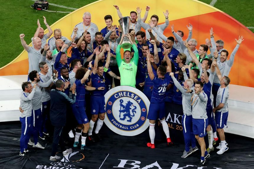 Chelsea's Rob Green and team mates celebrate winning the Europa League with the trophy.
