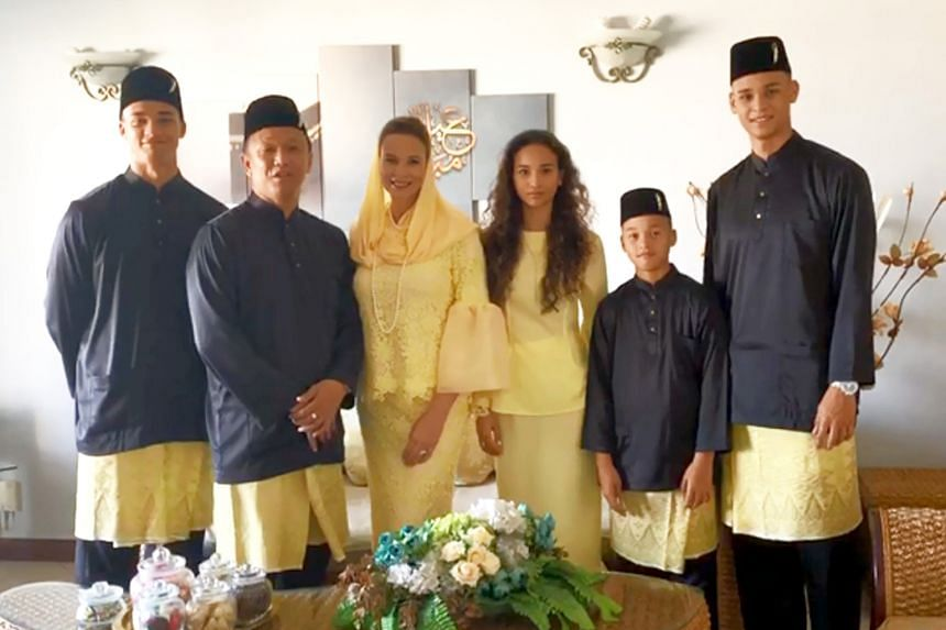 "CAUGHT ON CAMERA Fandi Ahmad and Wendy Jacobs, along with their brood sending their Hari Raya wishes. WATCH: bit.ly/2HZIKrL HOT SHOT ""From Paris with love"". Simona Halep, in the French capital for the year's second Grand Slam, sends her followers a g"