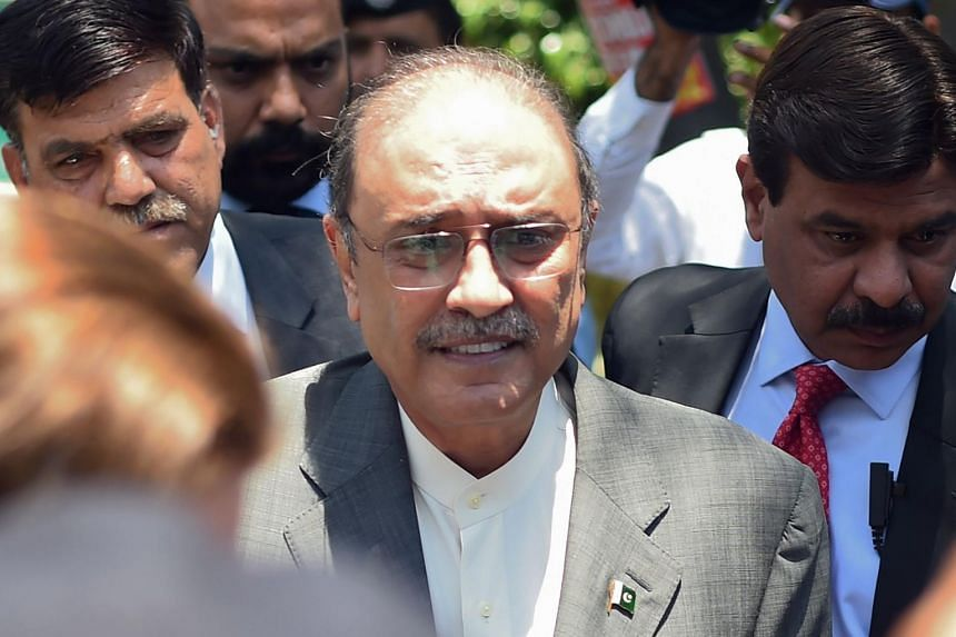 Former Pakistani President and the co-chairperson of Pakistan People's Party Asif Ali Zardari (centre) arrives for his bail appeal at Islamabad High Court on June 10, 2019.