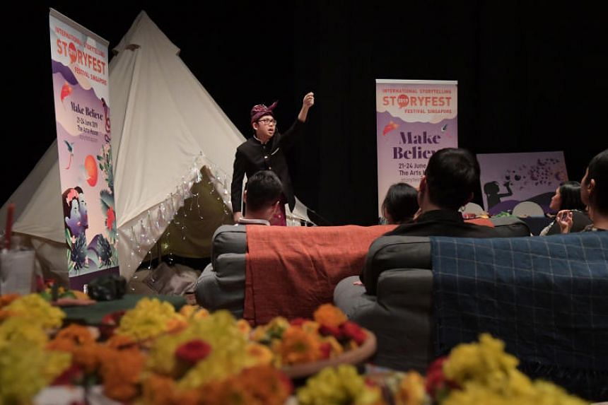"""Hafiz Rashid, a storyteller from the National Library Board, tells a story at the media preview of StoryFest 2019, """"Make Believe"""" at the Arts House on June 10, 2019."""