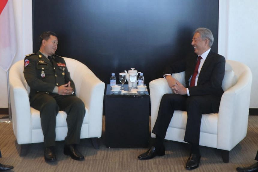Senior Minister and Coordinating Minister for National Security Teo Chee Hean (right) meeting Royal Cambodian Armed Forces Deputy Commander-in-Chief and Commander of Army, Lieutenant-General Hun Manet.