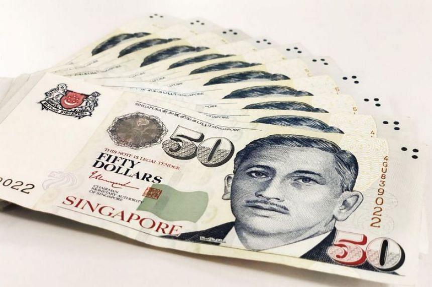 Those who suspect that they have received fake currency notes should make a report at their nearest neighbourhood police centre or delay the person who gave the suspected fake note and call the police immediately.