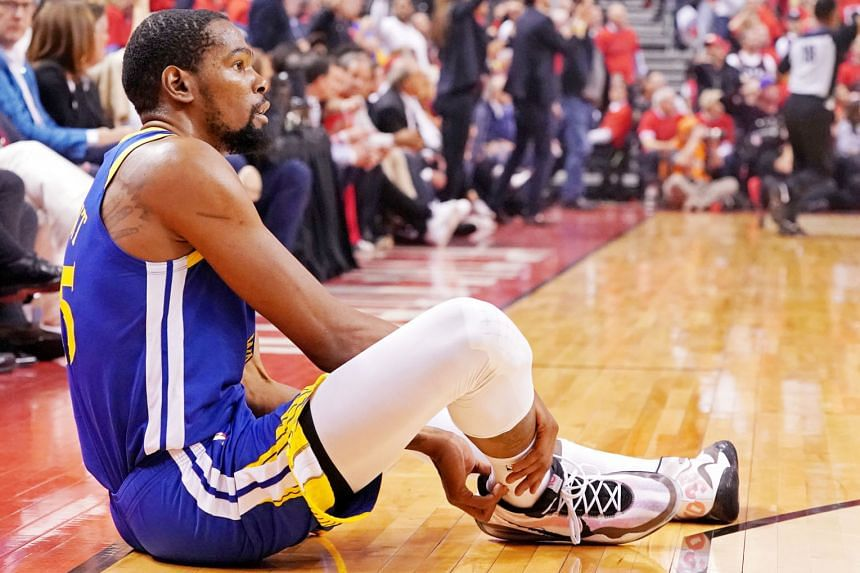 Stephen Curry, challenged by Kawhi Leonard as he drives to the basket, scored a game-high 31 points in Golden State's 106-105 defeat of Toronto in Game 5 of the NBA Finals on Monday. Below: The Warriors' efforts in narrowing their series deficit to 3