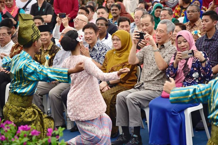 PM Lee taking pictures of a Wangsa Kesari Seni performance by the Singapore Polytechnic Malay Language Society, on June 16, 2019.