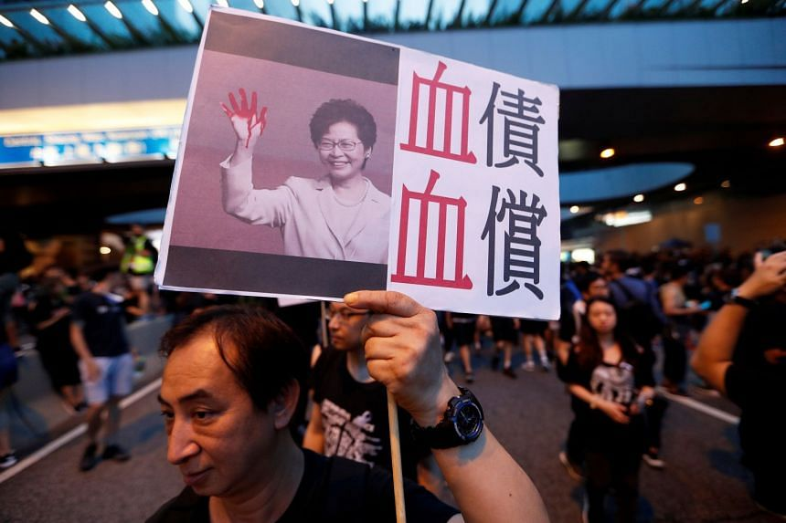 Hong Kong protestors earn praise after parting to allow an ambulance through