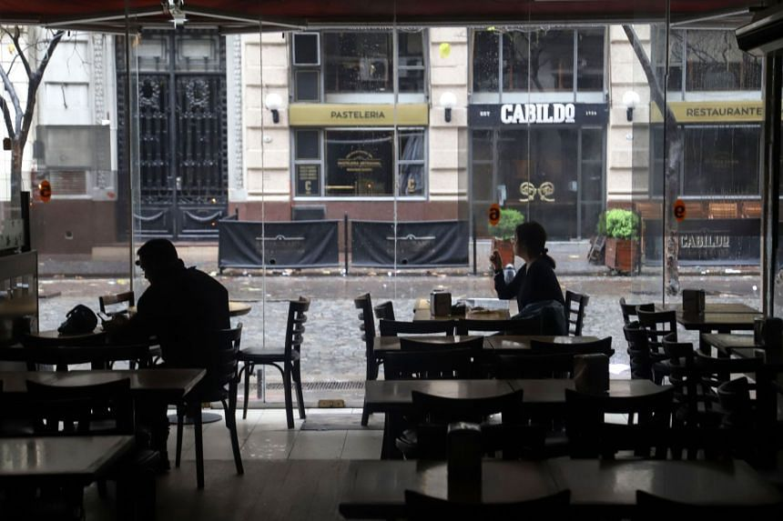 People at a restaurant during the power cut in Buenos Aires.