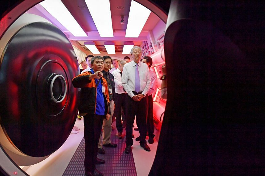 The main attraction of the permanent exhibition at the Science Centre is a theatre run by four robotic arms holding television screens. Through videos and synchronised movement, the robots explain the scope of modern engineering. Senior Minister and
