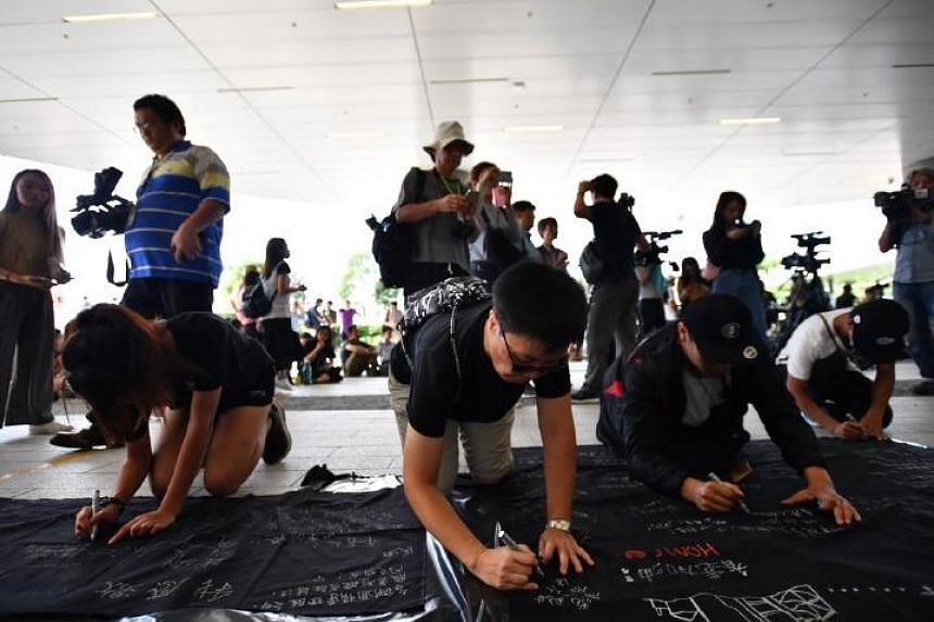 A few dozen protesters gathered peacefully outside government headquarters on Thursday (June 20) evening in Hong Kong.