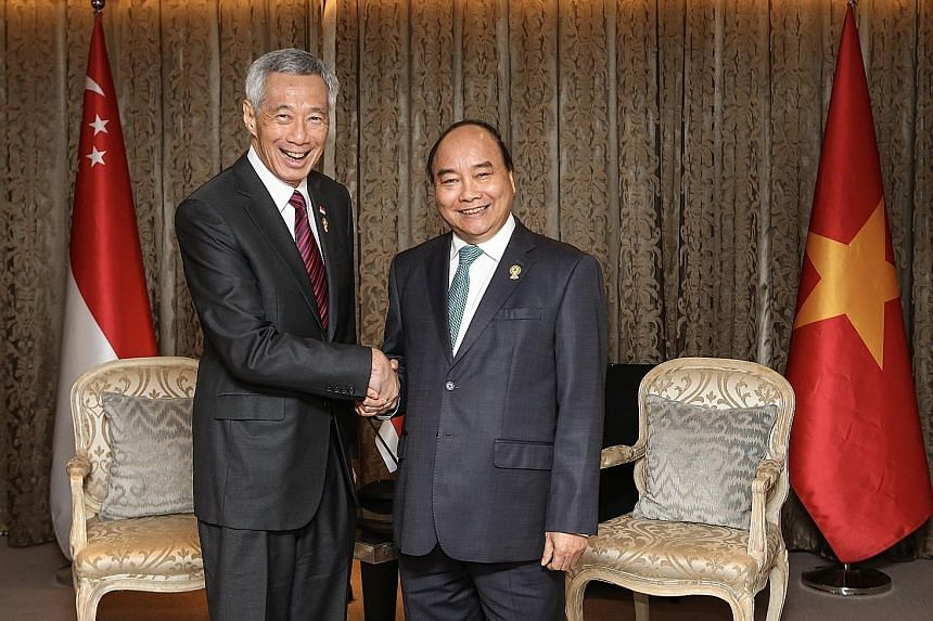 Prime Minister Lee Hsien Loong meeting Vietnam's Prime Minister Nguyen Xuan Phuc on the sidelines of the 34th Asean Summit in Bangkok yesterday. PHOTO: LIANHE ZAOBAO