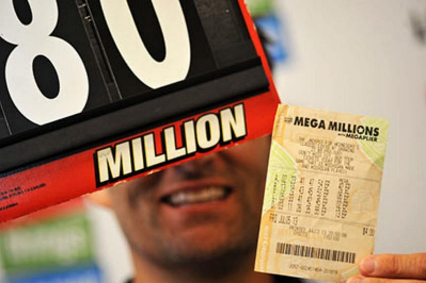 A three-judge panel ruled June 13 that Richard Zelasko must share the US$80 million lottery jackpot he won while going through a divorce with his now-ex-wife, Mary Zelasko.