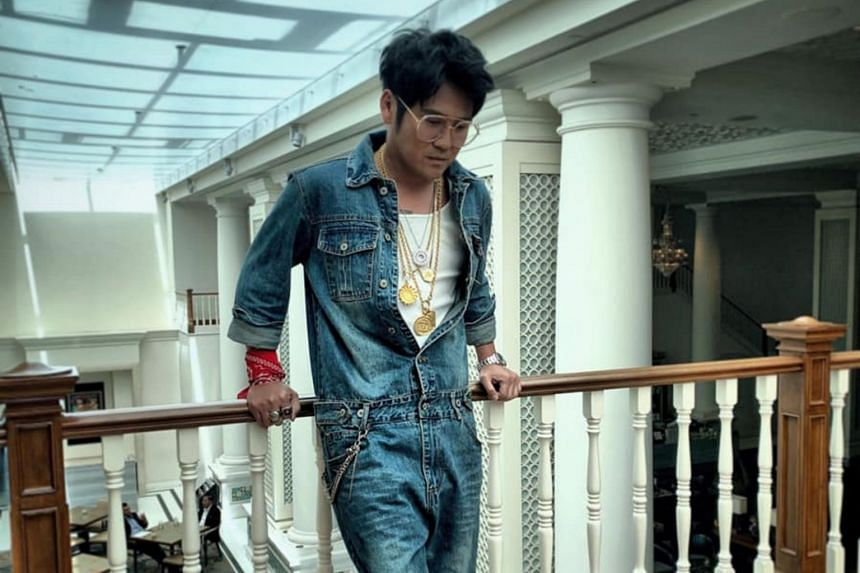 Cao Xiaoge, the alter ego of Malaysian singer Gary Chaw, 39, who is known as Cao Ge in the Mandopop world, is an energetic, laid-back newcomer to the music scene, eternally 18 years old, with a penchant for gold chains and fist bumps.