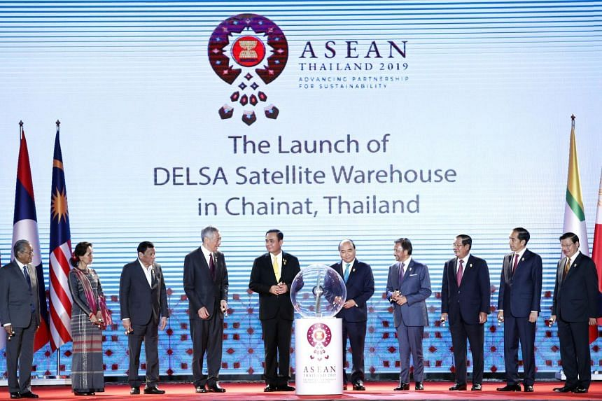 Asean leaders - (from left) Malaysia's Prime Minister Mahathir Mohamad, Myanmar's State Counsellor Aung San Suu Kyi, Philippine President Rodrigo Duterte, Singapore's Prime Minister Lee Hsien Loong, Thailand's Prime Minister Prayut Chan-o-cha, Vietna
