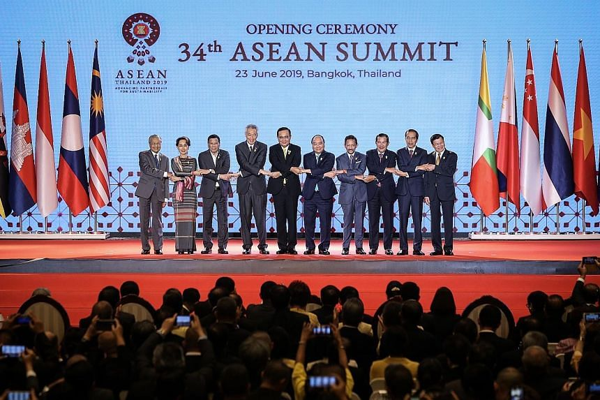 Prime Minister Lee Hsien Loong at the 34th Asean Summit in Bangkok yesterday with (from left) Malaysian Prime Minister Mahathir Mohamad, Myanmar State Counsellor Aung San Suu Kyi, Philippine President Rodrigo Duterte, Thai Prime Minister Prayut Chan-