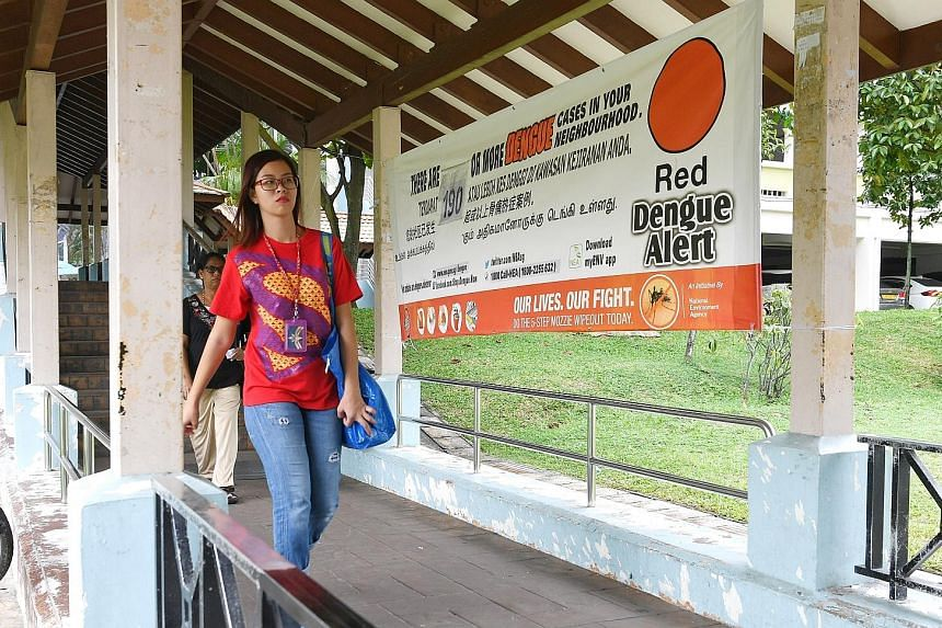 Banners warning about dengue in the neighbourhood have been put up in Woodlands. A total of 360 people in the area around Woodlands Avenue 6 have been infected in two dengue clusters which are currently the largest in Singapore.