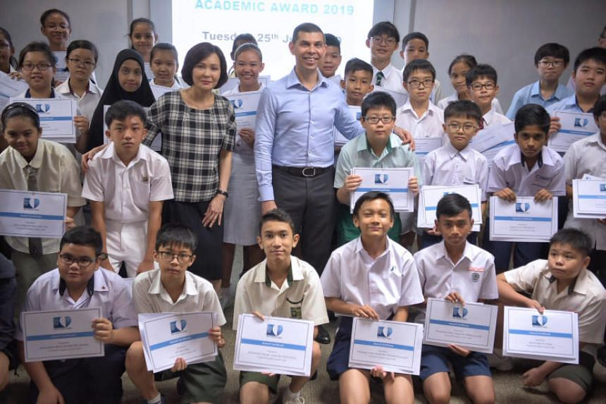 Vice-president, IT and Mobile, Samsung Electronics Singapore Sarah Chua and The Straits Times School Pocket Money Fund chairman Warren Fernandez with the cash prize recipients on June 25, 2019.
