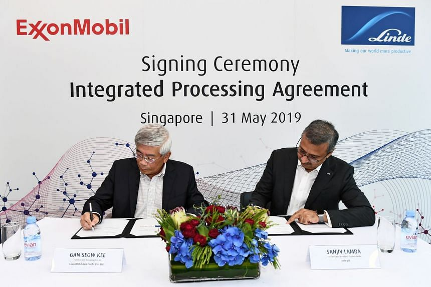 ExxonMobil Asia Pacific chairman and managing director Gan Seow Kee (left) and Linde Asia-Pacific executive vice-president Sanjiv Lamba signed a long-term agreement which will see Linde ramp up its hydrogen supply to ExxonMobil Asia Pacific.