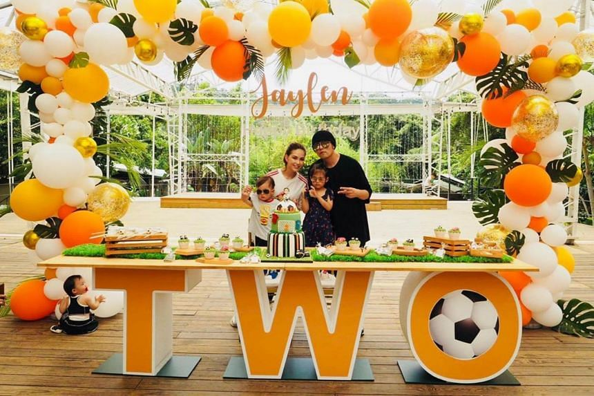 Jay Chou posted on Instagram a rare photo of his wife, actress-model Hannah Quinlivan, and their children, Hathaway and Romeo, as they celebrated Romeo's second birthday in June 2019.