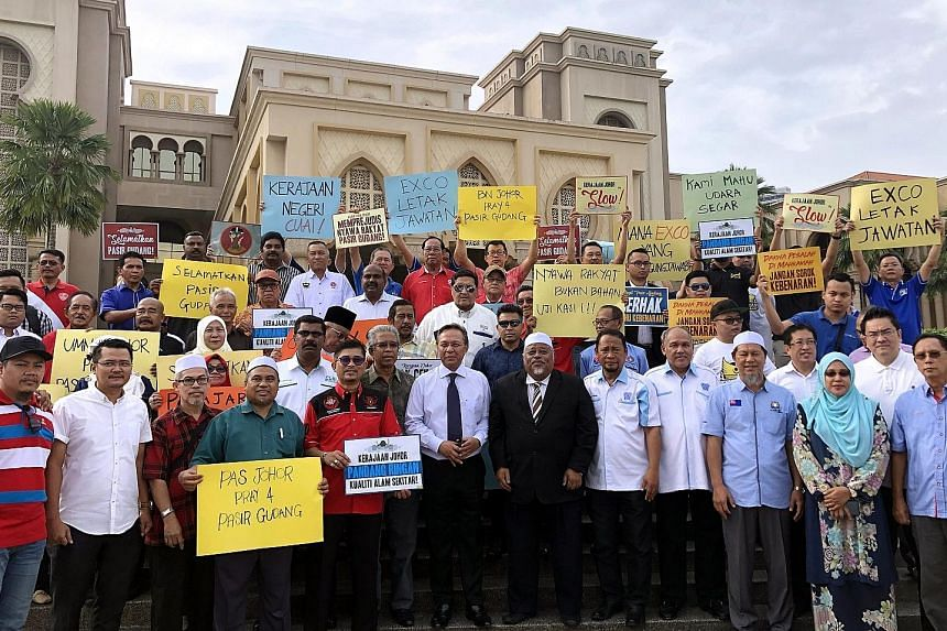Representatives of 23 NGOs in Johor with Datuk Ir Hasni Mohamad (centre, in black tie) from the opposition Umno and Parti Islam SeMalaysia state commissioner Abdullah Hussin (centre, in suit) at the handing-over of a memorandum on the Pasir Gudang ch