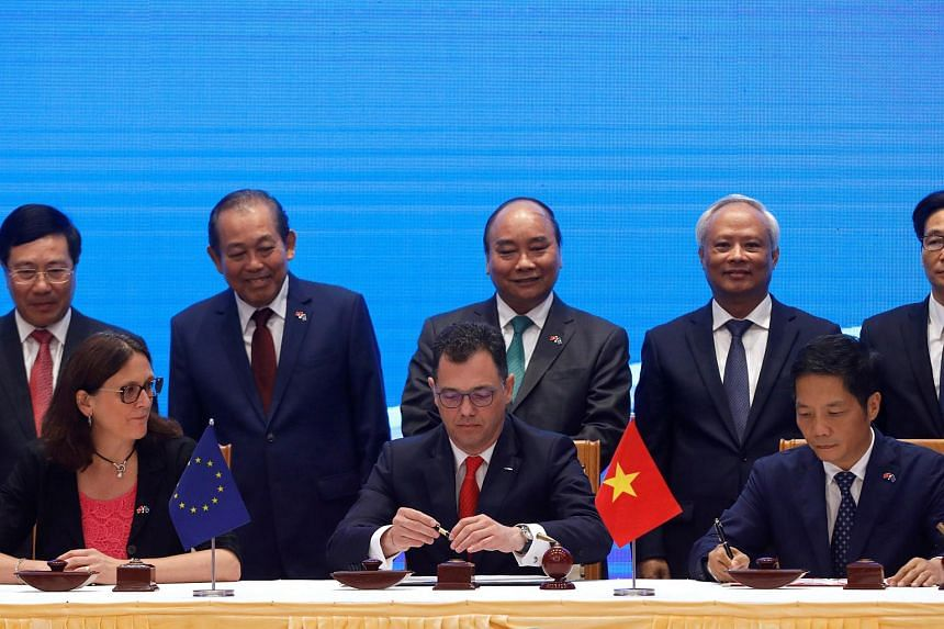 (Front row, from left) European Commissioner for Trade Cecilia Malmstrom, Romania's Business, Trade and Enterpreneurship Minister Stefan Radu Oprea and Vietnam's Industry and Trade Minister Tran Tuan Anh signing the EU-Vietnam Free Trade Agreement in