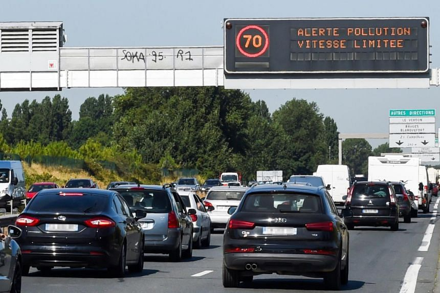 Motorists in Paris who flout a new ban on older vehicles will face a €68 (S$104.50) fine, rising to €135 for trucks and buses.