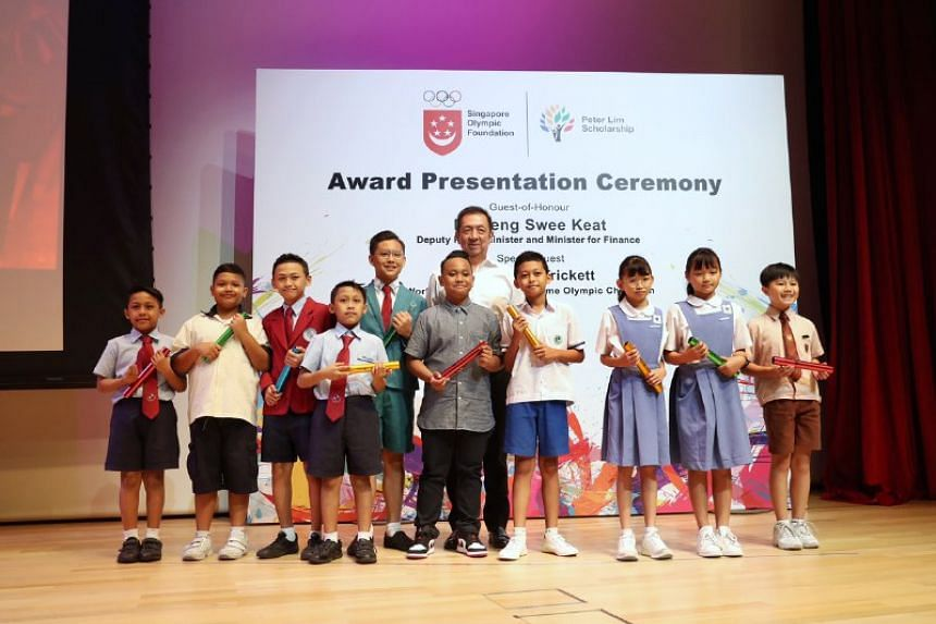 Local tycoon Peter Lim handing out Singapore Olympic Foundation-Peter Lim Scholarship awards to recipients from the Primary category at Temasek Polytechnic on July 3, 2019.