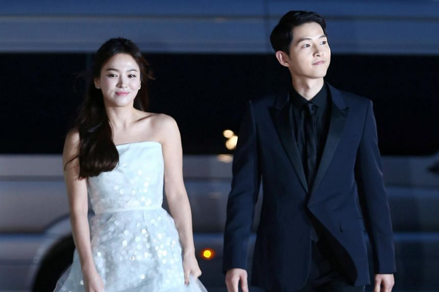Less than two years after their wedding, on June 26, Song Joong-ki (right), 33, officially filed for divorce from Song Hye-kyo, 37.