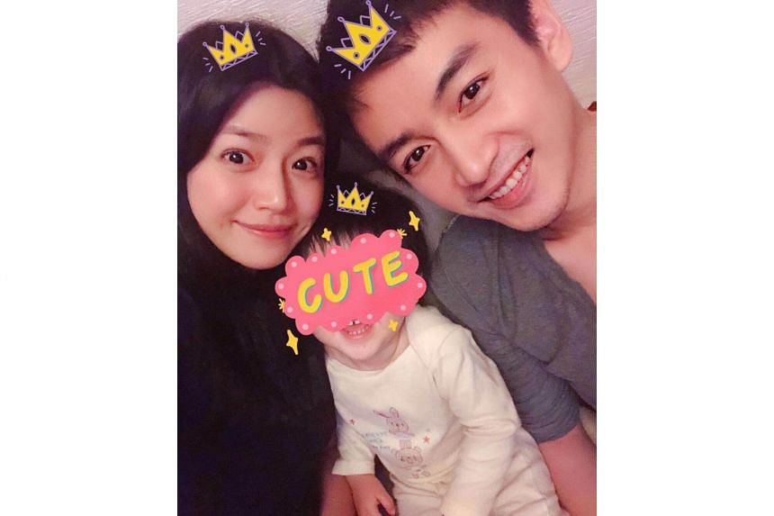 Chinese reports claimed that the couple were engaged in a cold war, with actor Chen Xiao taking their son to his parents' home, while wife Michelle Chen had been busy with work.