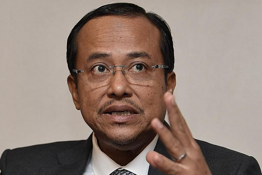 A RM250 million (S$83 million) drawbridge in Kuala Terengganu built using oil royalties given to the former Umno state government. Terengganu Menteri Besar Ahmad Samsuri Mokhtar (above) says the state government can look forward to some RM1 billion a