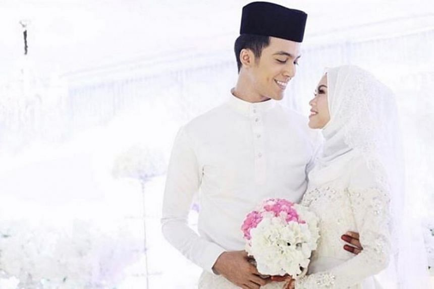Actor Aliff Aziz has tried to woo back his former wife, singer Bella Astillah, since their divorce in May. The couple married in 2016 and have a son.