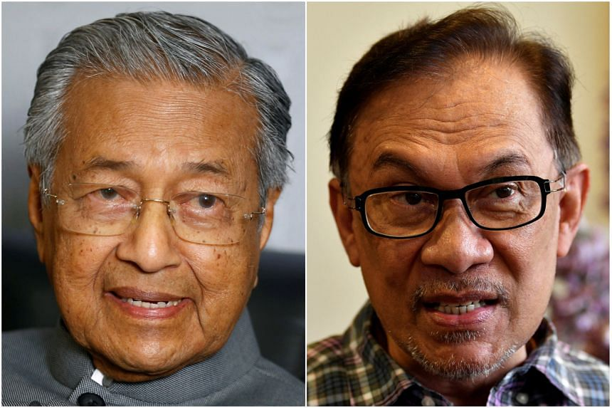 Fake statutory declarations to support the transition of power from Malaysian Prime Minister Mahathir Mohamad (left) to Parti Keadilan Rakyat president Anwar Ibrahim have gone viral online.
