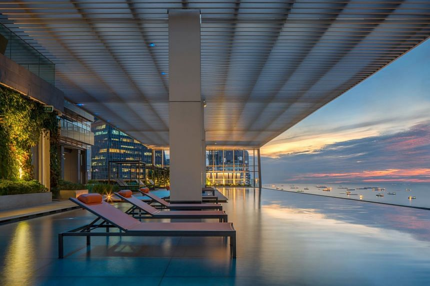 The Infinity pool at Wallich Residence.