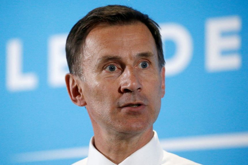 """British foreign minister Jeremy Hunt has urged British diplomats to continue speaking """"without fear or favour"""", following resignation of the British ambassador to the US."""