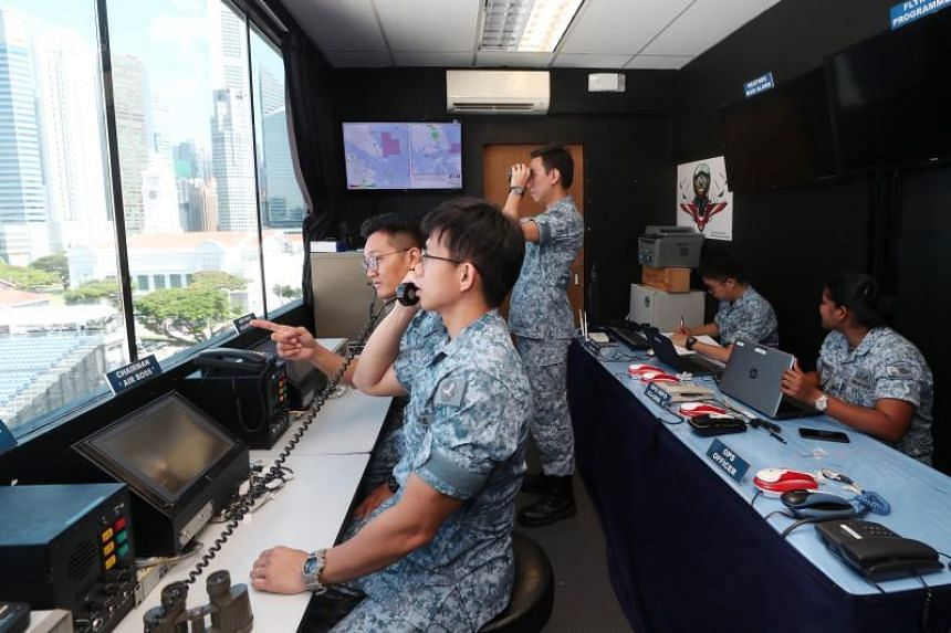 The 113 Squadron is responsible for setting up the communications systems to coordinate aircraft movement at the Padang, such as landlines and radio systems, as well as a 3m by 6m control room on the roof of the National Gallery building.