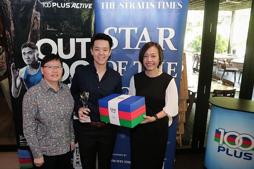 ST Star of the Month Shayna Ng with ST sports editor Lee Yulin (left) and F&N Foods managing director Jennifer See. The bowler accepts that ups and downs are normal for a professional but the key is bouncing back from setbacks.