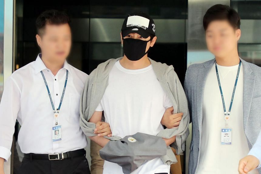 South Korean actor Kang Ji-hwan (centre) also apologised to the two women for having to deal with talk online over whether they are telling the truth.