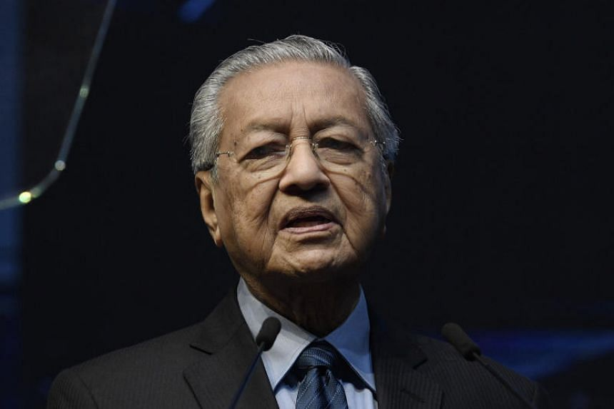 """The banners, which read, """"Mahathir letak jawatan, serah negara pada Anwar (Mahathir step down, leave the country to Anwar),"""" were spotted at a few places on July 19, 2019."""