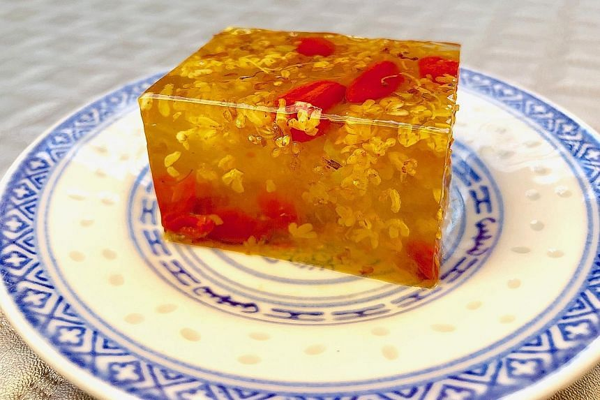 Add wolfberries to konnyaku osmanthus jelly for sweetness.