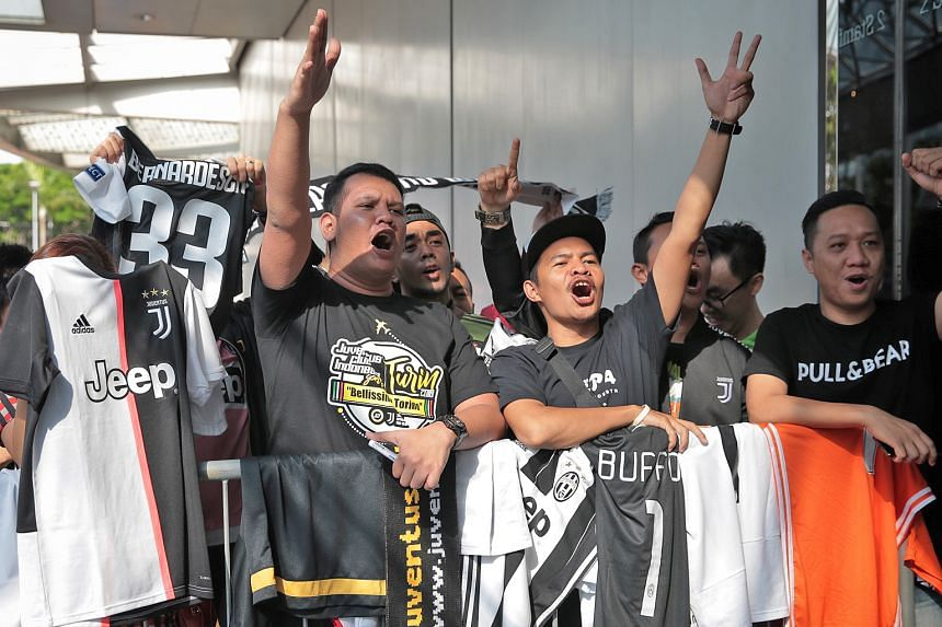 Earlier in the day, Indonesian fans of the Old Lady waited for their team's arrival at Swissotel The Stamford.