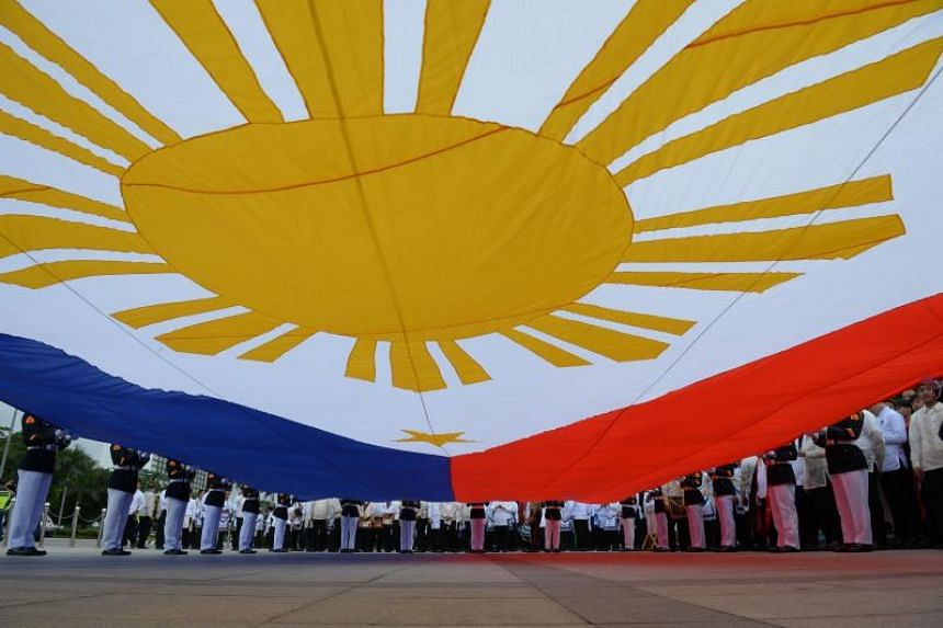 Phillippines a confused nation torn by divisive politics
