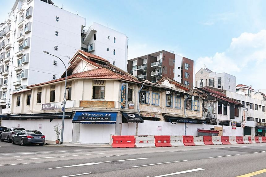 The burnt shophouses are located along the main stretch of Geylang Road. A new building can possibly be developed on the site to occupy a maximum total gross floor area of some 15,339 sq ft.
