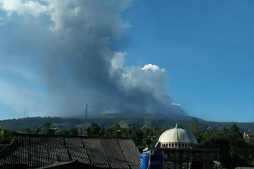 The disaster mitigation agency said the tourism spot had been closed and the alert status of the volcano was being evaluated.
