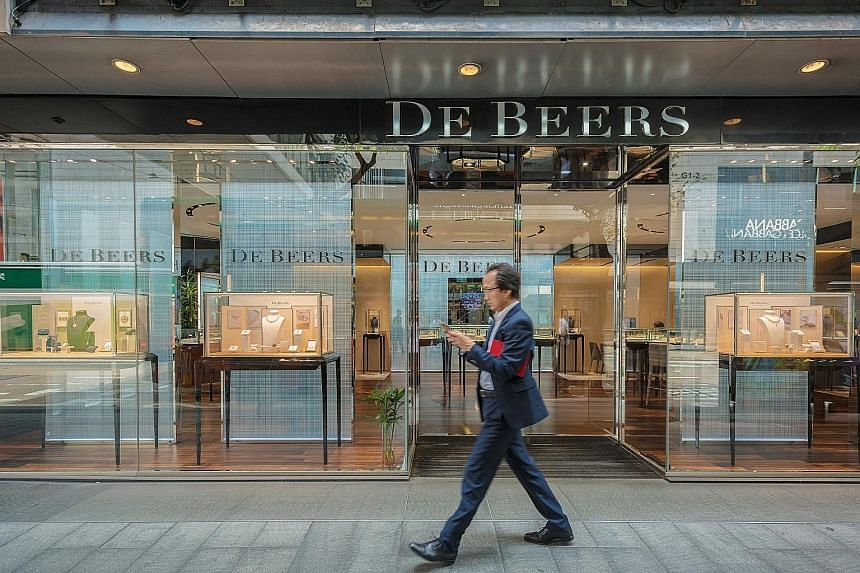 """De Beers has loosened rules for gem buyers, known as sightholders, by letting them lower annual quotas and defer purchases. Chief executive Bruce Cleaver says the firm aims to help customers """"ride out the storm""""."""